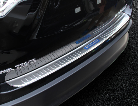 Накладка на задний бампер для Toyota Highlander (2014 - 2017) светоотражатель в задний бампер chn для toyota c hr 2018