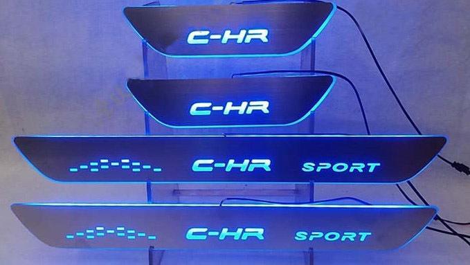 Комплект LED-накладок на дверные пороги (надпись C-HR, C-HR Sport) для Toyota C-HR 2018 - светоотражатель в задний бампер chn для toyota c hr 2018