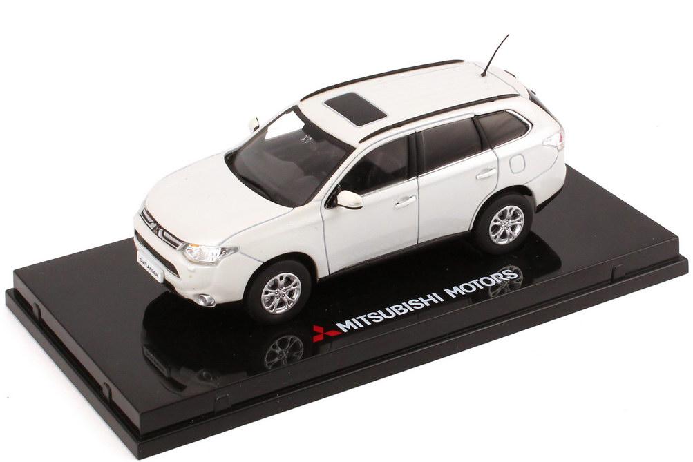 Модель Mitsubishi Outlander 3 в масштабе 1:43