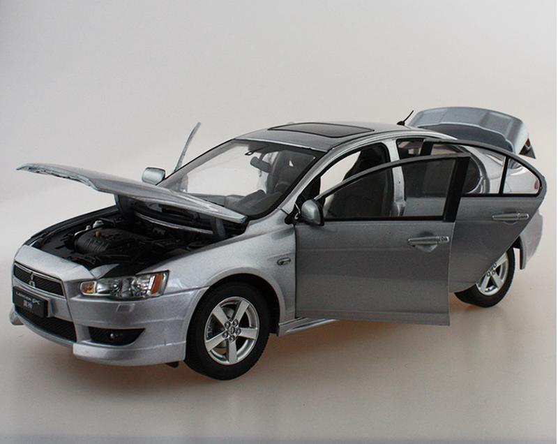 Модель Mitsubishi Lancer X в масштабе 1:18