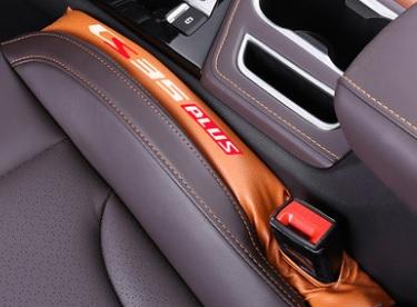 Заглушка между сидений (оранжевая) Changan CS35 Plus 2019-