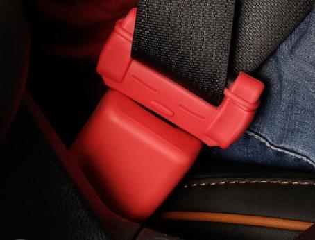 Комплект накладок на ремень безопасности (красный) Toyota RAV4 2019-