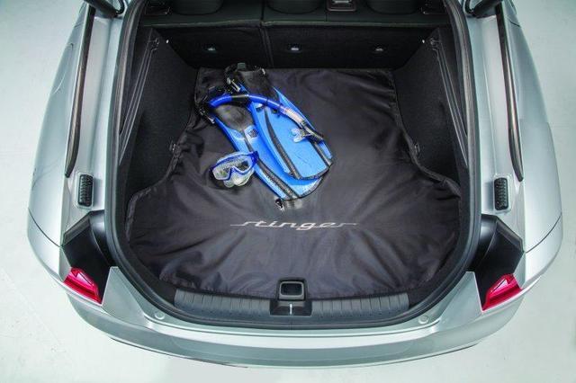 Мягкая накидка в багажник J5F12-AU100 для KIA Stinger 2018 -