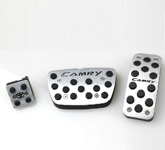 Накладки на педали для Toyota Camry 2014 - накладки на внутренние пороги для toyota camry 2014