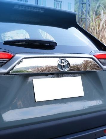 Накладка на дверь багажника Toyota RAV4 2019-