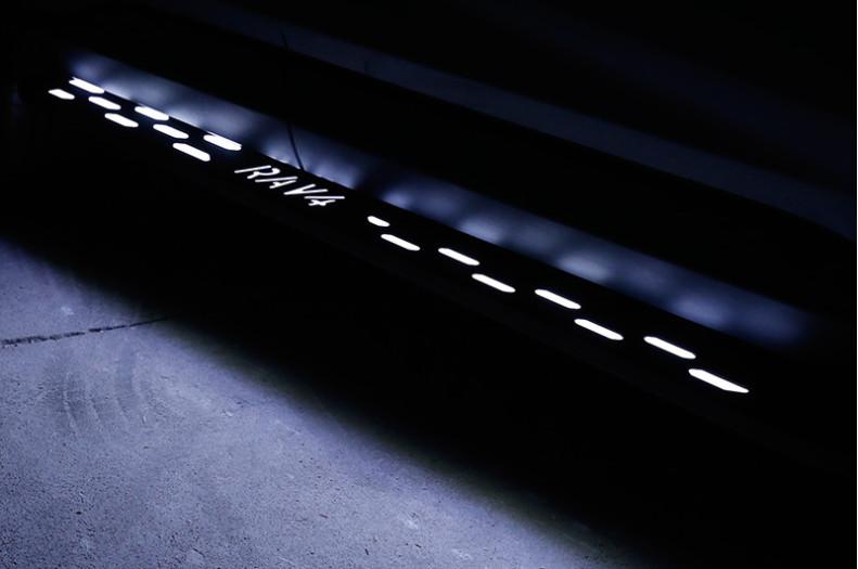 Боковые подножки, пороги с LED-подсветкой и надписью RAV4 GPPOWER для Toyota (Тойота РАВ4) 2019 -