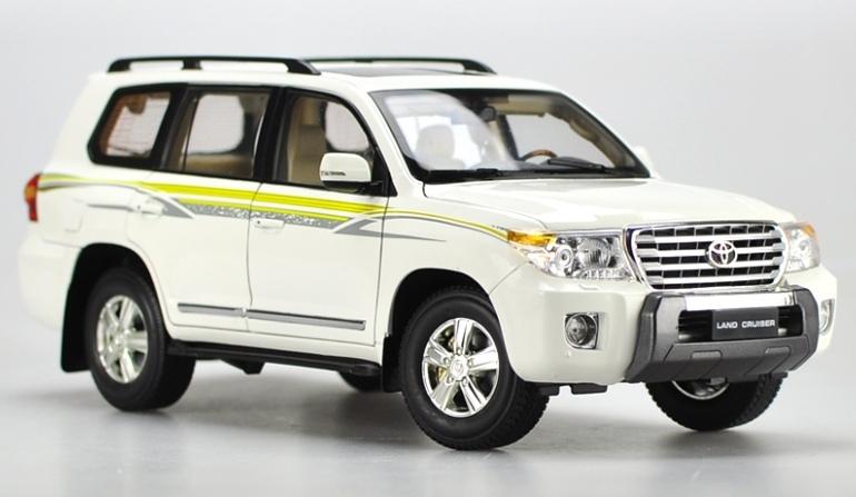 Модель в масштабе 1:18 Toyota Land Cruiser модель land rover discovery в масштабе 1 18