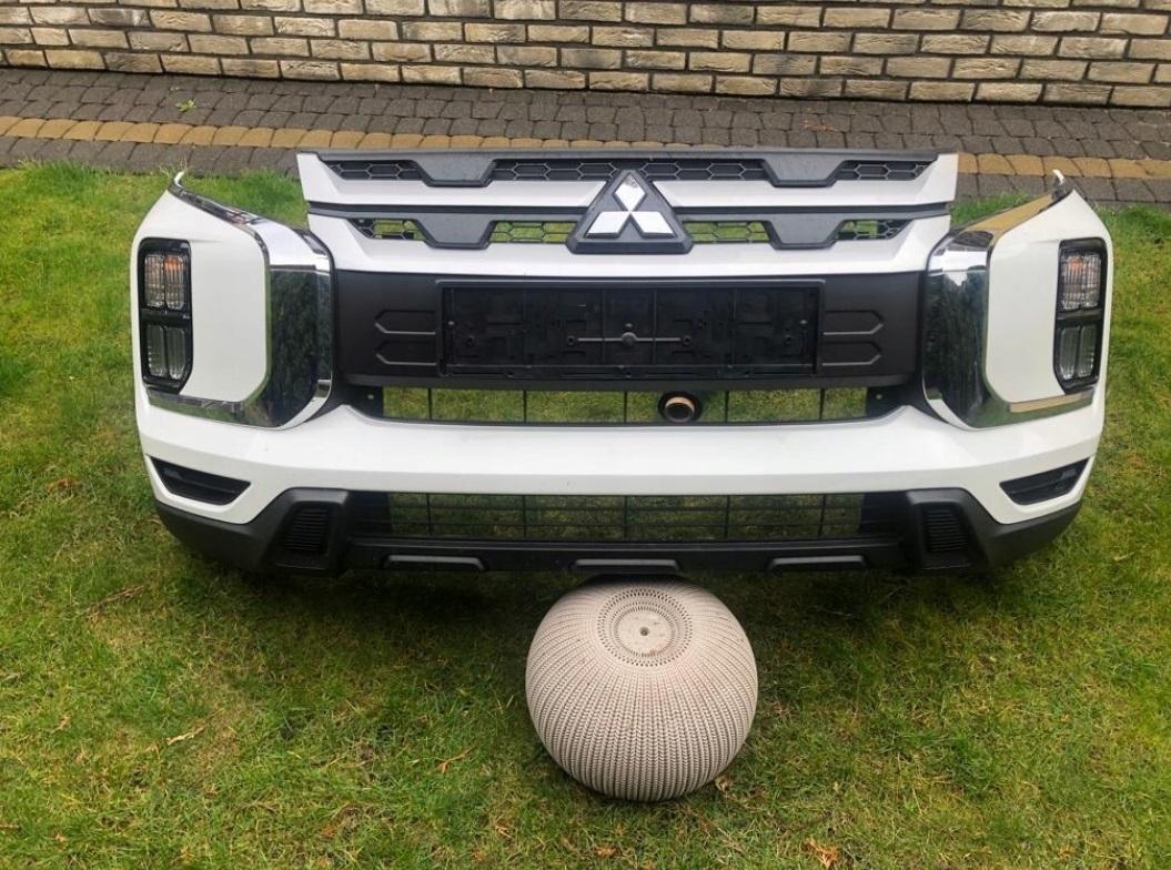 Передний бампер белый в сборе Mitsubishi ASX 2020 ( Мицубиси АСХ )