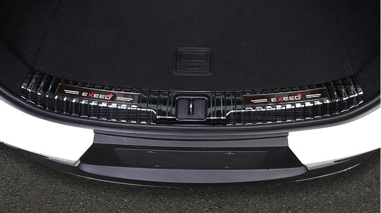 Фото - Накладка на порог багажника (черная) CHERYEXEED TXL 2020- накладка на порог багажника для honda crv 2017